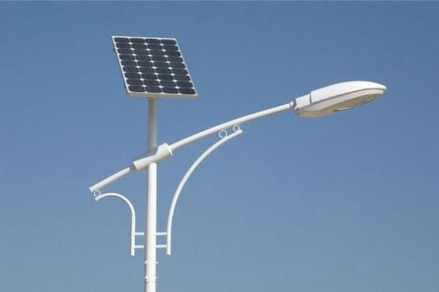 湖南农大学生发明节能智能路灯 可根据行人车辆调节亮度
