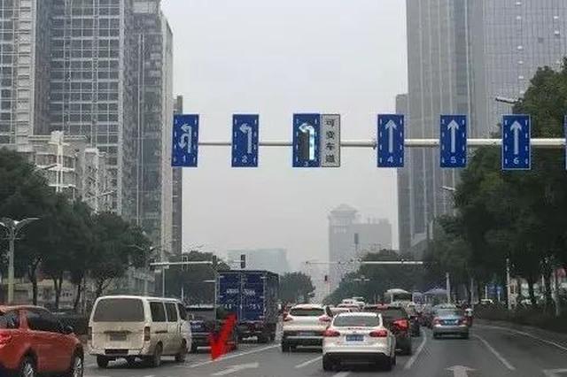 """长沙""""非""""字车道还有人不敢走  看导向牌走就不会错"""