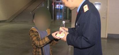 八岁男童独自跑出门 意外上了高铁从长沙直接坐到广州