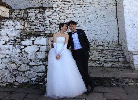 杨乐乐汪涵结婚11周年 罕见晒浪漫结婚照