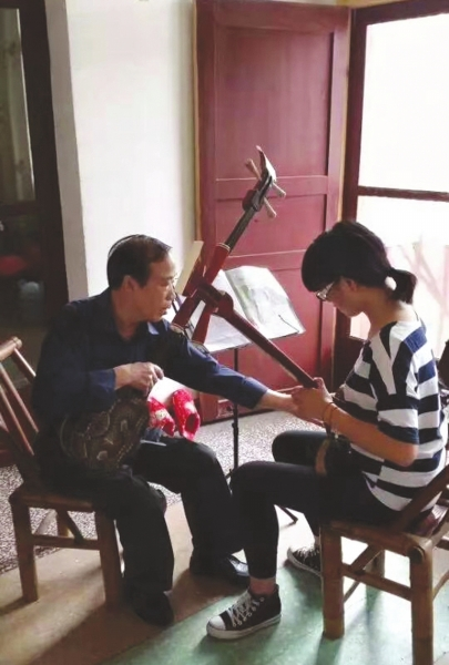 七旬老人造了间乡村音乐课堂
