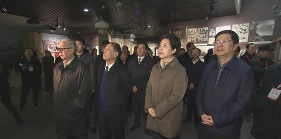 湖南省委副书记乌兰、胡耀邦长子胡德平参加胡耀邦同志雕塑在浏阳故居落成揭幕仪式