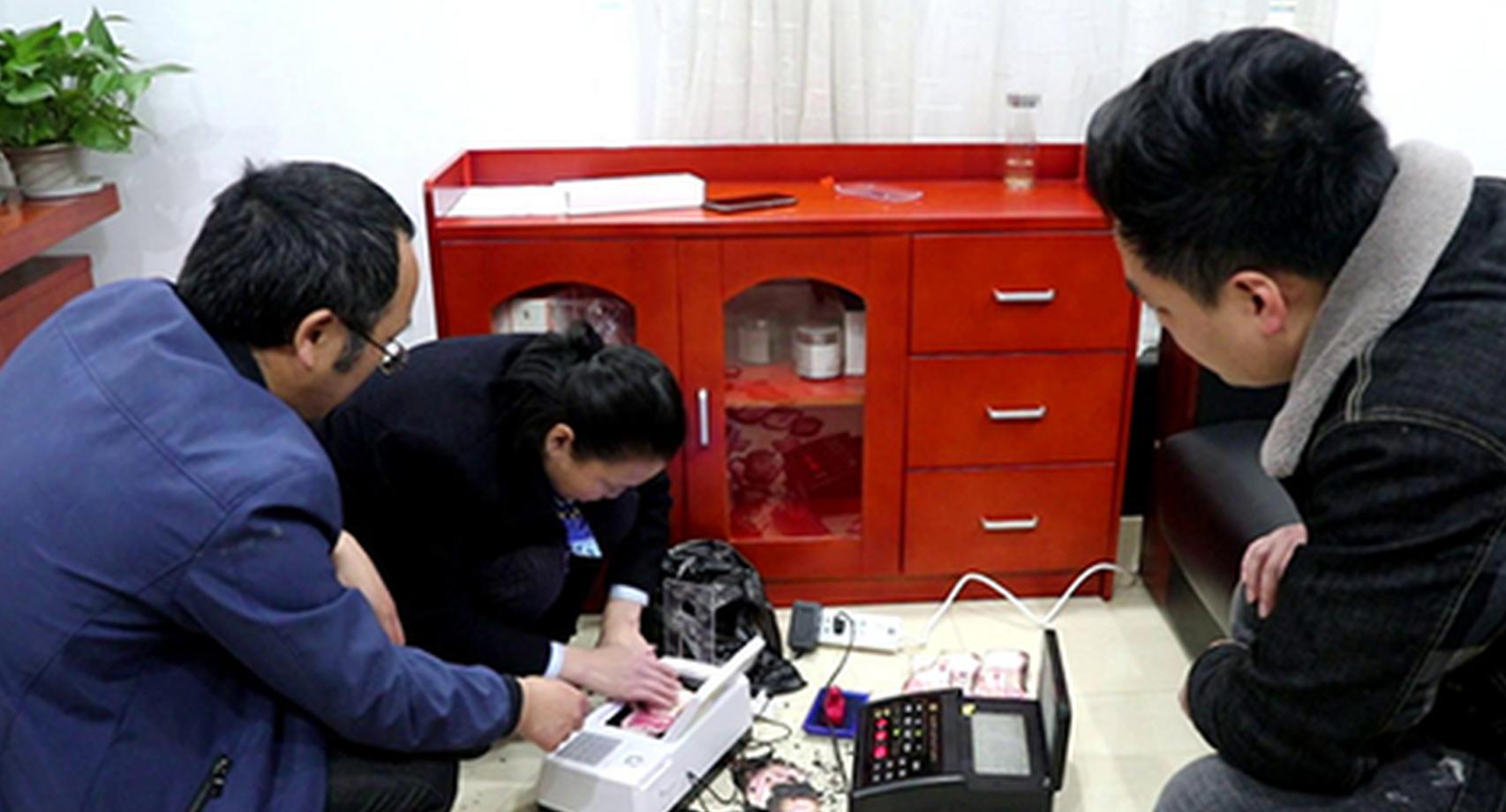 湖南新田:市民5万多元现金被烧 银行兑换残币挽损失