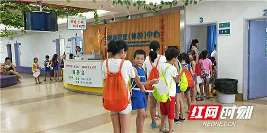 省运会前夕,衡阳市代表团的运动员在紧张训练之余,前往南华附二医院健康管理(体检)中心接受赛前体检。