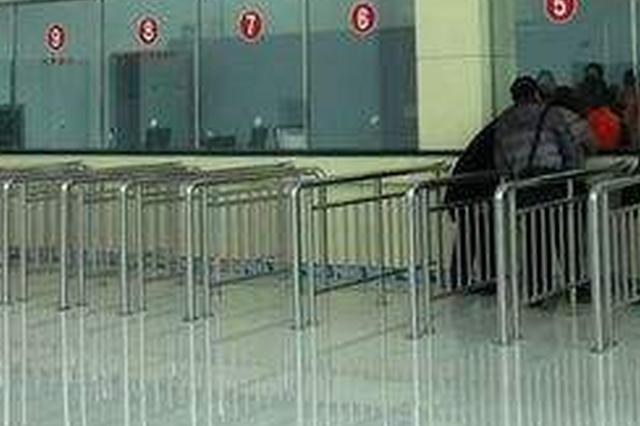 醴陵:男子车站发病呕吐不止 合力救助转危为安