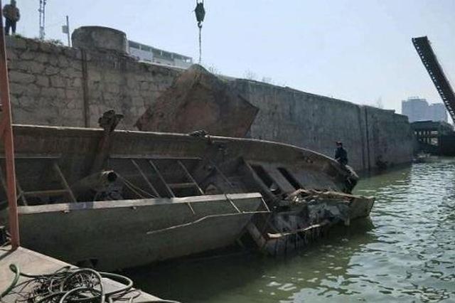 湖南安乡海事成功打捞淞滋河水域一沉船