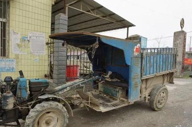 邵阳一拖拉机车主违法载19人 交警检查时被乘客殴打
