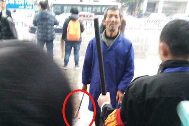 长沙湘雅二医院一保安殴打老人 涉事保安已停职