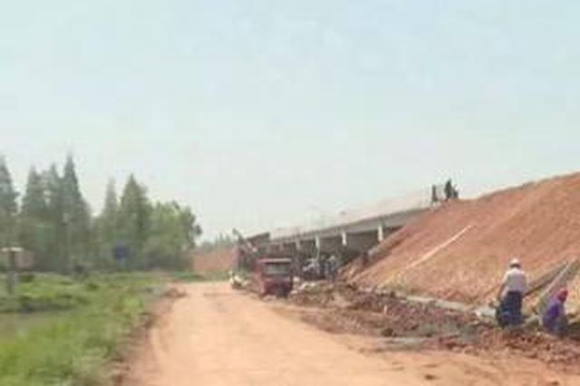 益阳一些村民为盖自家房子 盗窃高速公路水泥