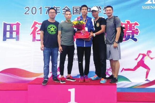 15岁少年一跃成名 以2.2米成绩追平该年龄组跳高世界纪录