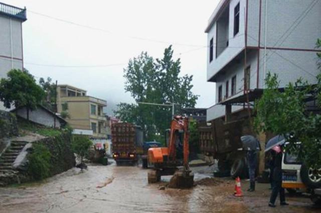 永州暴雨来袭  公路人风雨坚守保畅通
