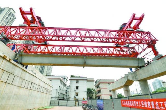 长沙洞井路上跨京广铁路立交桥首梁成功架设