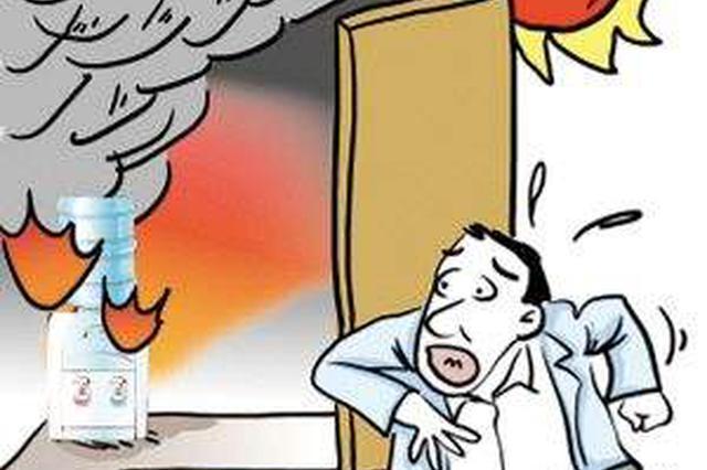 长沙一男子在家煎猪油时睡着 引发火灾被烟呛醒