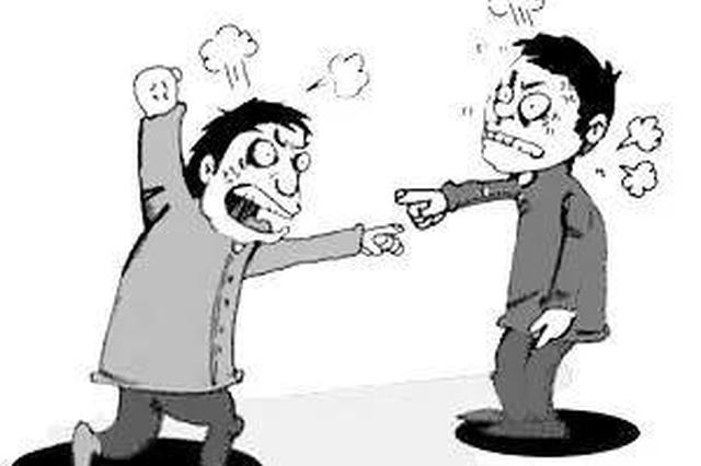 """衡阳市一男子吃夜宵为抢座位喊人""""打群架"""" 2人被拘"""