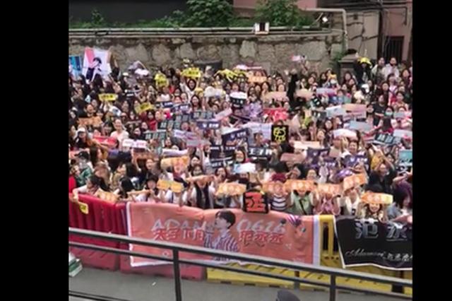 NINEPERCENT录《快本》 粉丝应援阵仗大震惊李锐