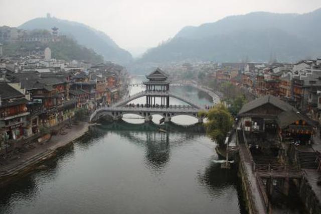 """凤凰县开展旅游市场秩序专项整治""""利剑行动"""""""