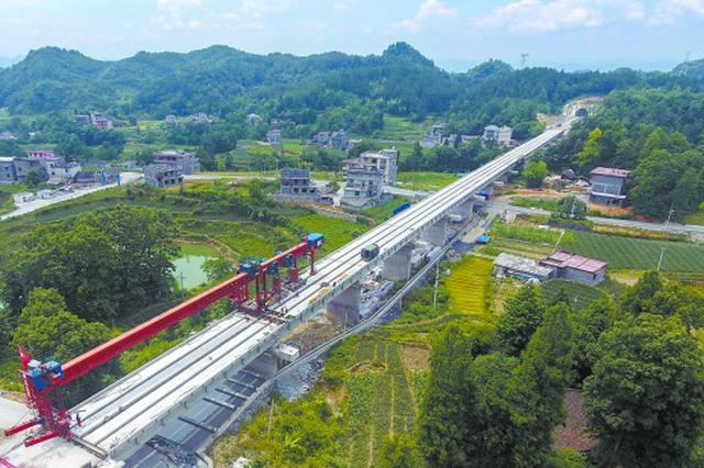 黔张常铁路龙山段线下工程完工