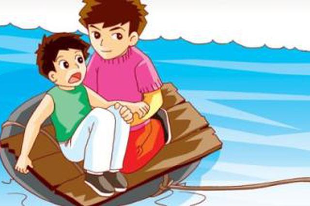 邵阳一小学生被洪水冲走 众人接力搭梯救人
