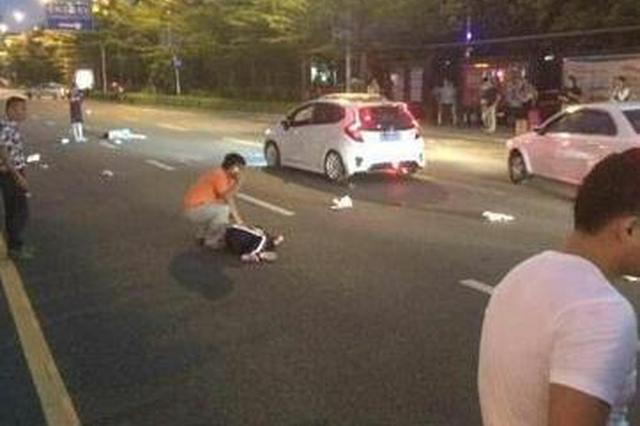 湘潭女孩被小车撞倒卷入车下 全身多处骨折