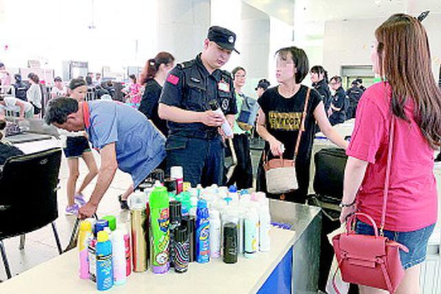湖南18个高铁站暑运安检 日均1400余瓶喷雾物品被拦