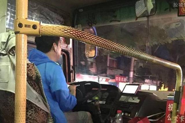 常德一中巴车司机开车玩手机 当班客车停运司机培训