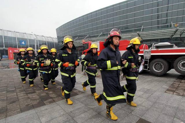 益阳开展大型综合市场灭火救援实战演练
