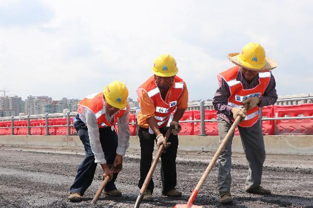 橘子洲大桥维修紧急调配施工人员 24小时三班倒赶工