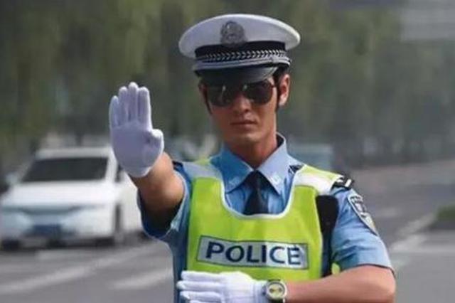 岳阳一女子无证驾驶被拦下 当场撒泼辱骂交警被拘役