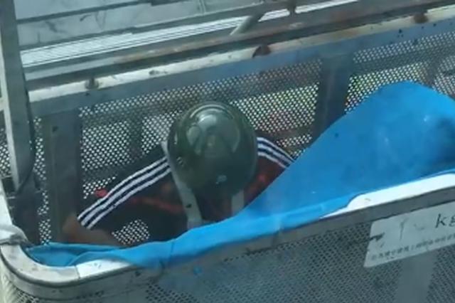 长沙两名工人被困高空吊篮 目前有两套救援方案