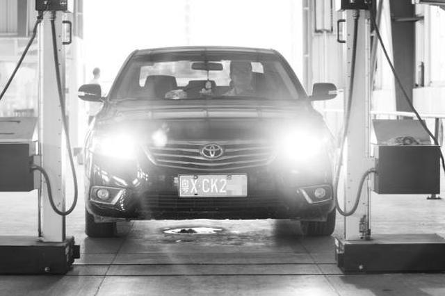 9月4日,长沙市交警支队车管所潇湘分所,一辆广东牌照的汽车正进行检验。图/记者谢长贵