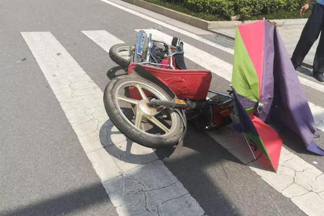 湘潭男子骑摩托闯红灯与轿车相撞 被判负全责