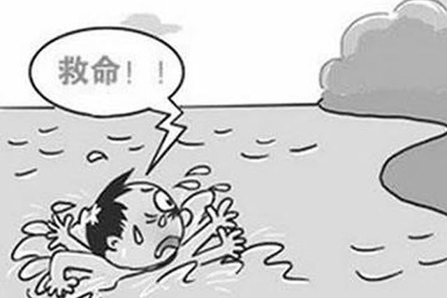 常德7旬老人失足落水 辅警路过跳水救人
