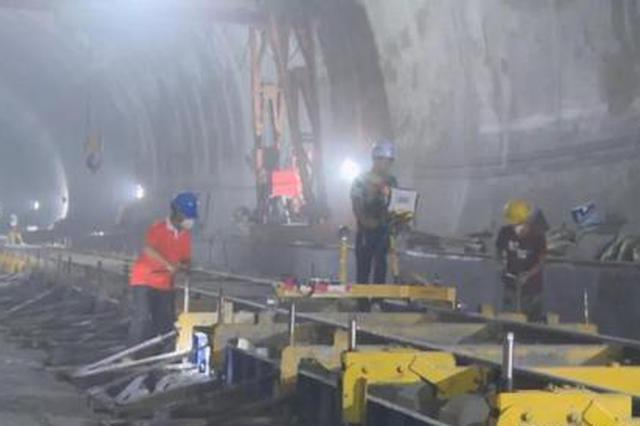 黔张常铁路:湖南段境内56座隧道261公里正线全部贯通