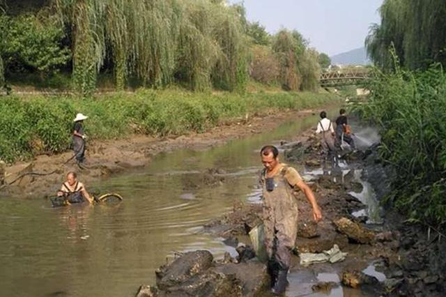 肖河(赏月路下游段)清淤工程于9月8日开始施工,9月17日完工,共计花费9天时间完成肖河一公里清淤。