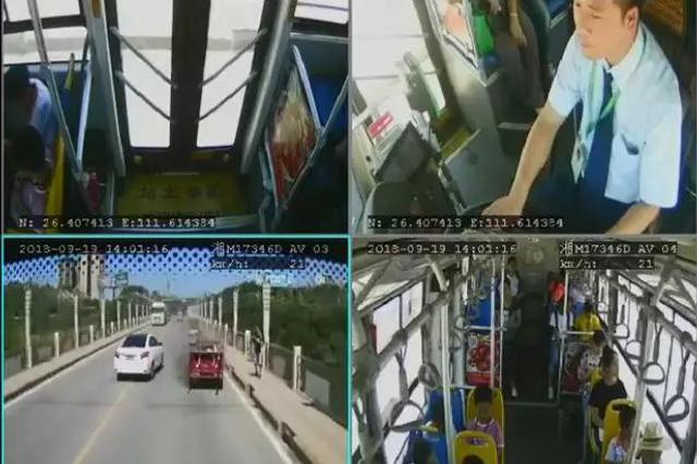 真帅!行车途中遇一车自燃 永州公交司机淡定救火