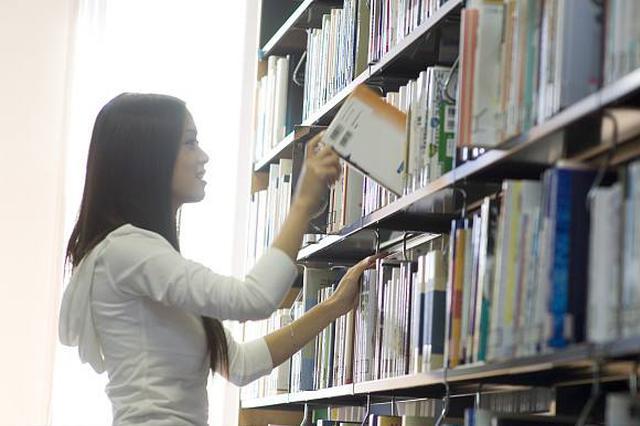 """全国最大民间公益图书馆在常德""""开门"""""""