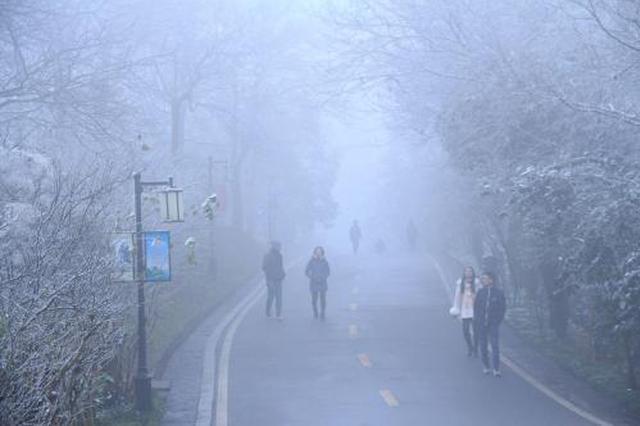 湖南多地现浓雾部分高速路段管制 13日迎新一轮降雨