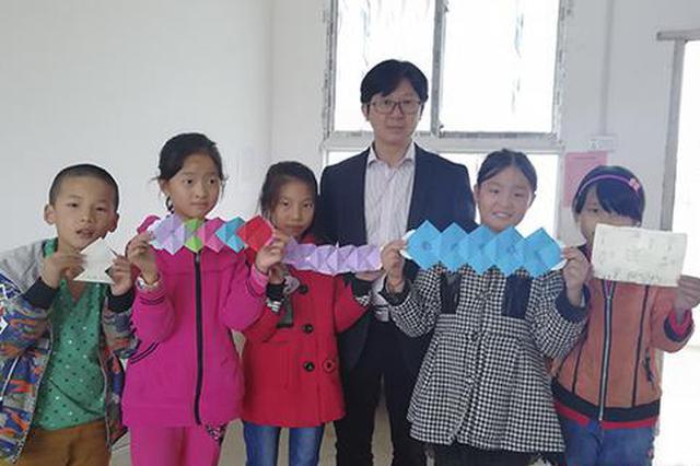 """衡阳教师张文梓:坚守乡村28年 做孩子们的""""好爸爸"""""""