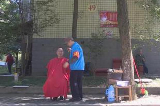 """株洲退休工人义务理发22年 现在拥有上百名""""粉丝"""""""