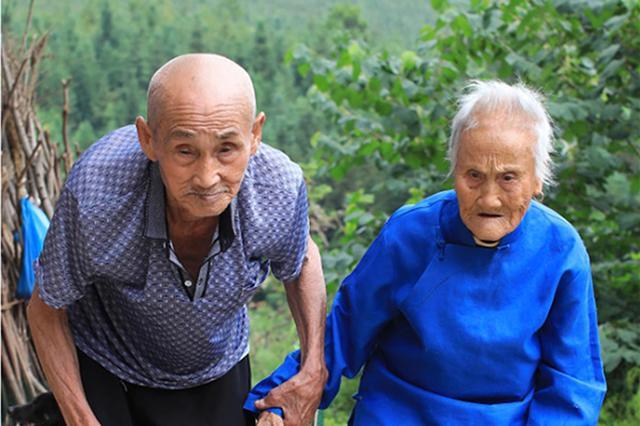 爱情最美的样子!湖南百岁夫妻携手走过80余年