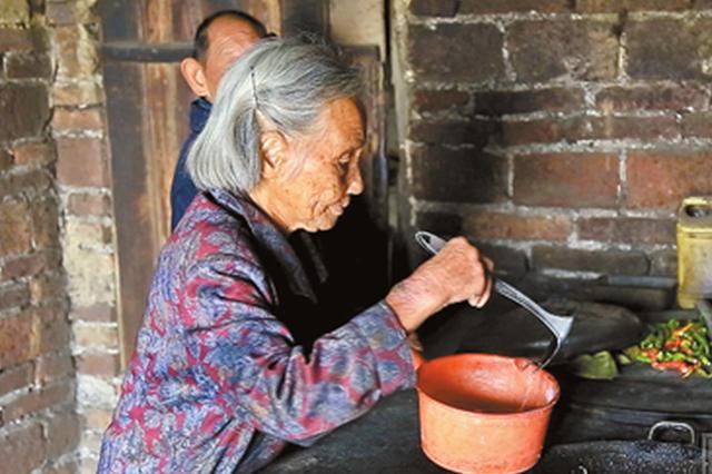 湘潭九旬母亲倾力照顾两个智障儿60余年