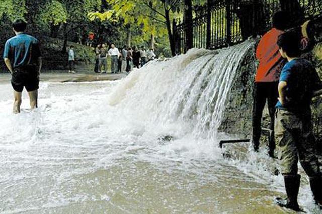 湖南永州主干道水管频爆 官方:爆了才知管材缺陷