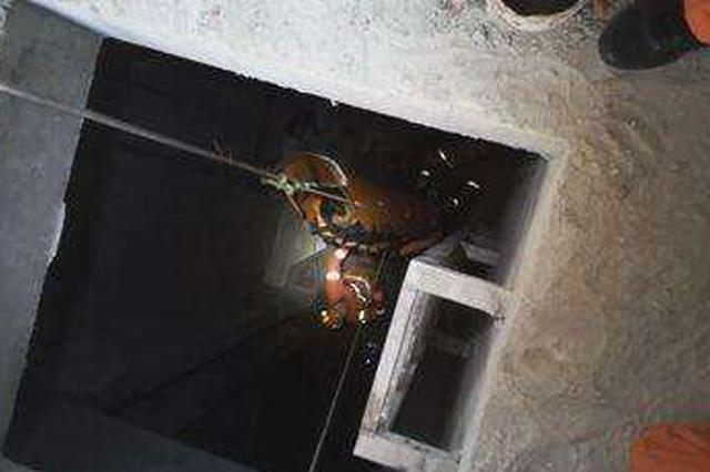 岳阳男子跌入7米深排污池多处骨折 消防紧急救援