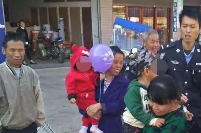 衡阳3岁男童与奶奶走散 民警集市巡逻找回