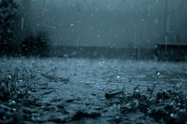 """湖南周末""""浸泡""""雨中 凉风冷雨注意添衣"""