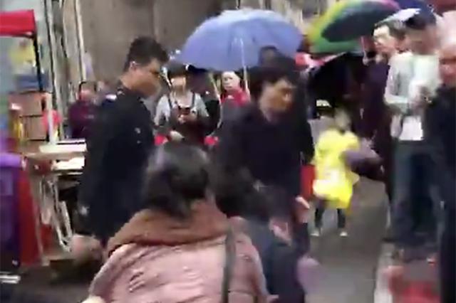 """耒阳通报""""城管队员执法与商贩冲突"""":一人免职四人停岗"""