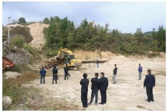 岳阳县拆除4家采砂场剩余设备