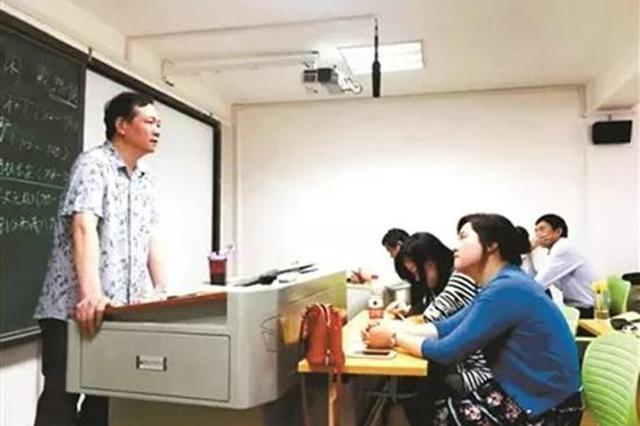 從24歲到55歲!湖南這位大學老師31年只講課不評職稱