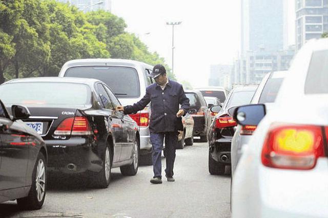 长沙街头路遇发卡族售卖族 可拨122报警