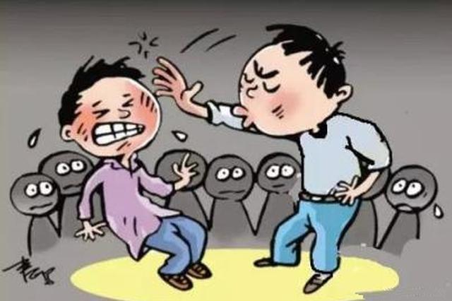 湘西老太太情绪失控扇人耳光 好脾气老头子以理服人